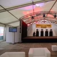 Bild Festzelt mit Bühne und Technik - Reitturnier bei Berlin